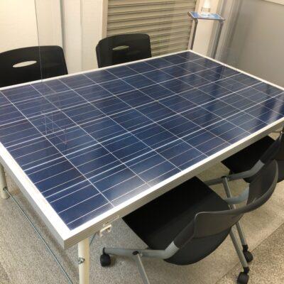 SDGsの取り組み 太陽光パネルなどを再利用し机として生まれ変わりました