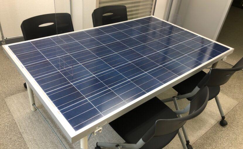 【SDGsの取り組み】太陽光パネルなどを再利用し机として生まれ変わりました